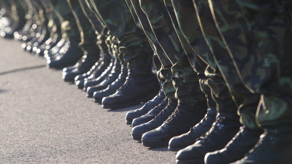 Poslední voják základní služby svlékl uniformu před deseti lety