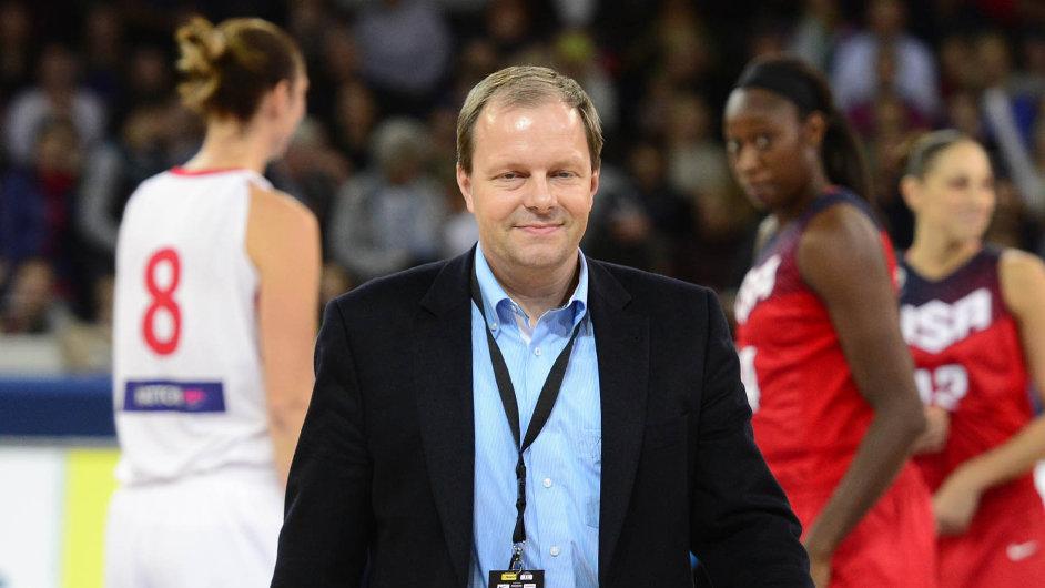 Ministr Chládek navštívil i přípravné utkání basketbalistek ČR – USA 23. září v Praze.
