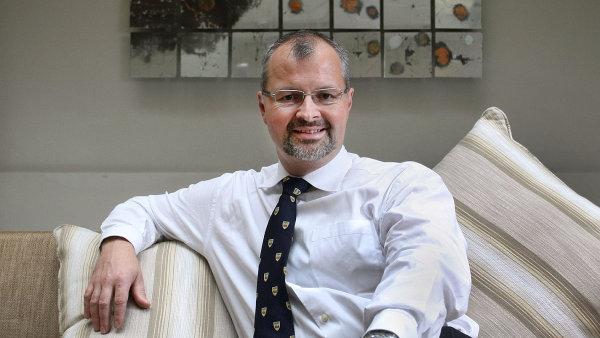 Bohdan Pomahač je v USA od roku 1996, od roku 2001 působí v bostonské nemocnici Brigham and Women's Hospital, kde 10. rokem vede oddělení plastické, úrazové a popáleninové chirurgie.