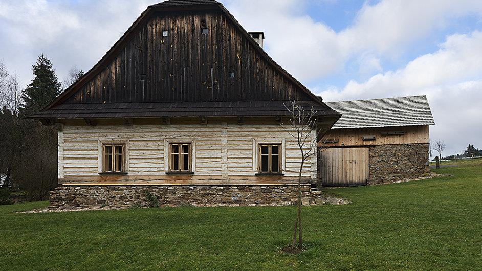 Citlivě zrekonstruovaná roubenka ve Žďárských vrších