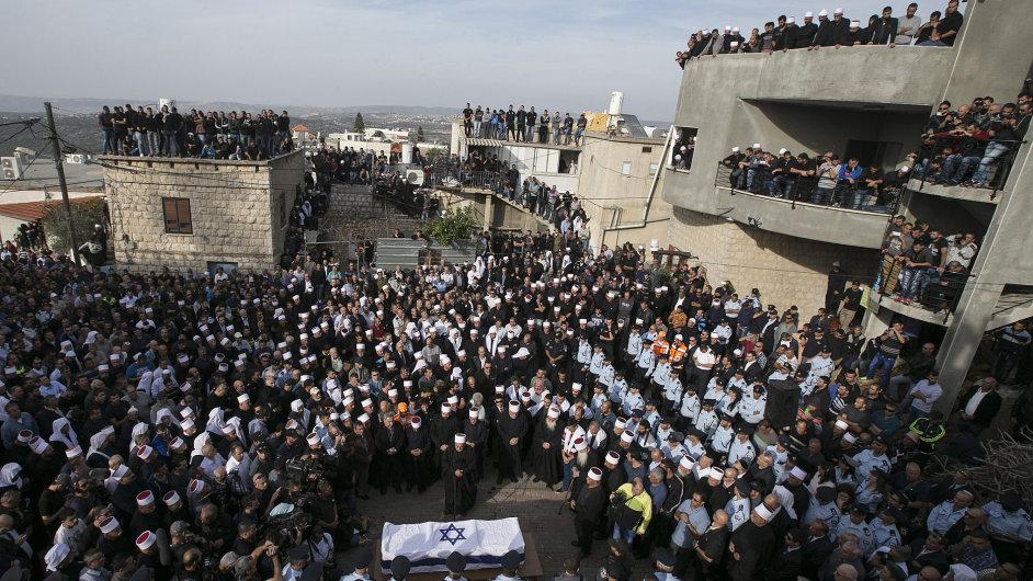 Tisíce lidí přišly v Jeruzalémě podpořit pozůstalé obětí a celou židovskou obec.
