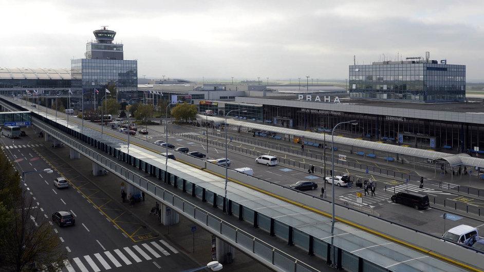 Cenově nevalné. Tak vnímají gastronomické služby na pražském letišti cestující podle průzkumu agentury STEM.