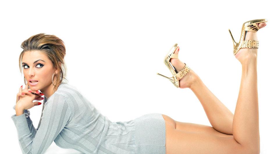 Zatímco muži budují své sebevědomí třeba s pomocí luxusních automobilů, okázalých nemovitostí a soukromých tryskáčů, ženy se zajímají zejména o nositelný kapitál marnivosti.