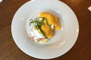 Podívejte se, jak dělají snídani šampionů vejce Benedikt v La Bottega di Finestra