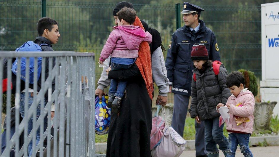 Rodina překračuje chorvatsko-slovinskou hranici.