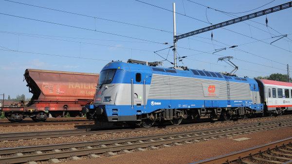 Dvacet lokomotiv přijelo o mnoho let později, i tak dráhy musely doplatit miliardu.