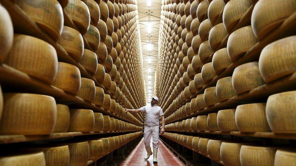 sýr, parmezán