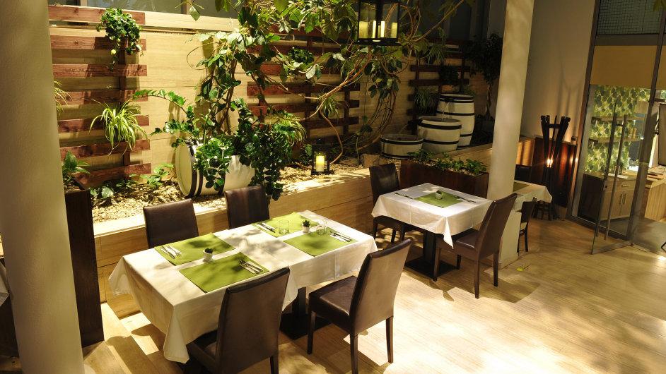 Most mezi francouzskou ačeskou gastronomií, rodinné recepty francouzských babiček připravené ztuzemských farmářských produktů. Taková je filozofie nedávno otevřené restaurace Kuizin.