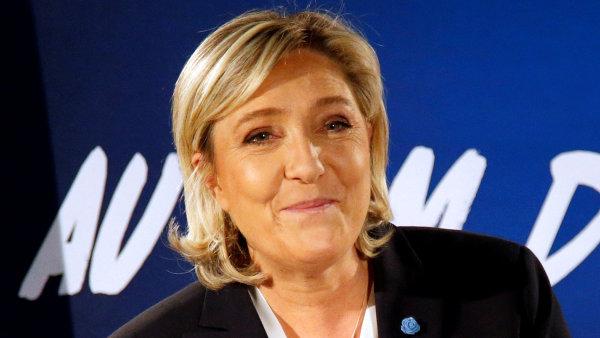 """""""Stalo se to uprostřed volební kampaně... je jasné, že to je součást čistě politické agendy. Zastaralé metody politikaření a perzekvování oponentů nevymřely,"""" řekla Le Penová agentuře AFP."""