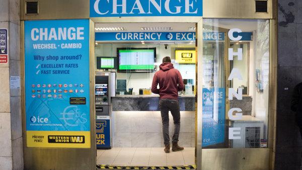 Koruna k dolaru výrazně posiluje - Ilustrační foto.