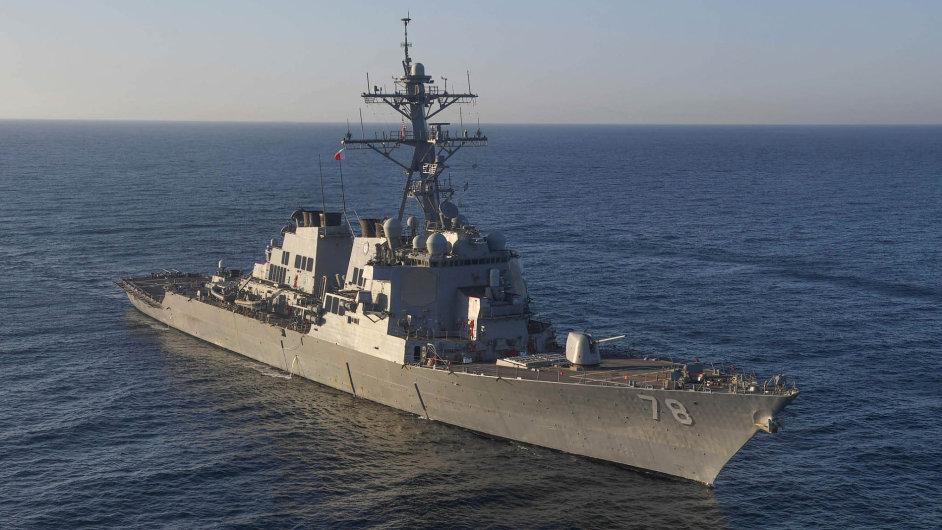 Odveta přišla zmoře. Americký torpédoborec USS Porter, který vypálil rakety Tomahawk nasyrskou leteckou základnu aš-Šajrát.