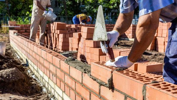 Mezi profese s nejpalčivějším nedostatkem uchazečů patřili v červenci zejména stavební dělníci, jejich počet přesahoval 10 tisíc.