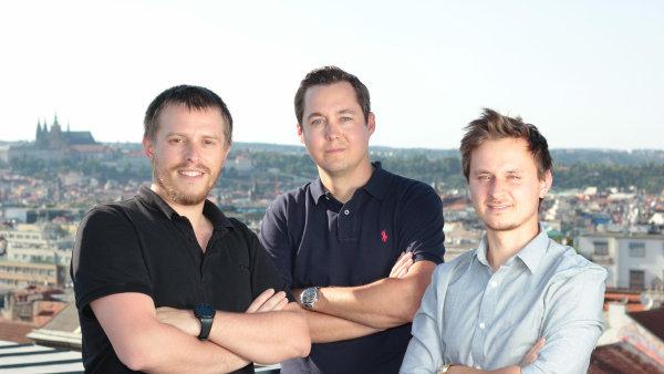 Manažeři Spendee Josef Martinec (vlevo) a Jakub Sechter (vpravo). Uprostřed šéf firmy David Nevečeřal.