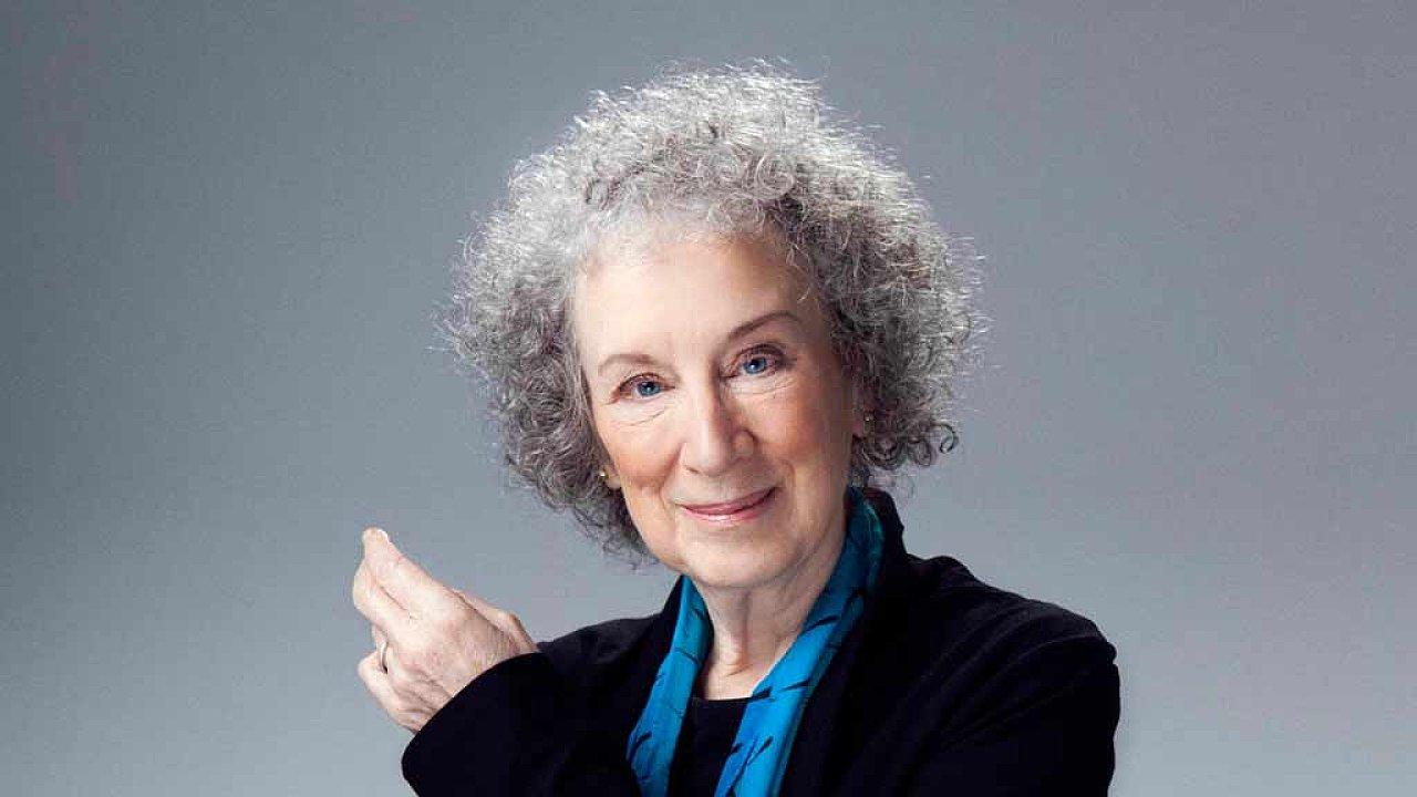 Sedmasedmdesátiletá kanadská spisovatelka Margaret Atwoodová tento měsíc může přijet do Česka už jako čerstvá laureátka nejprestižnější literární ceny na světě.