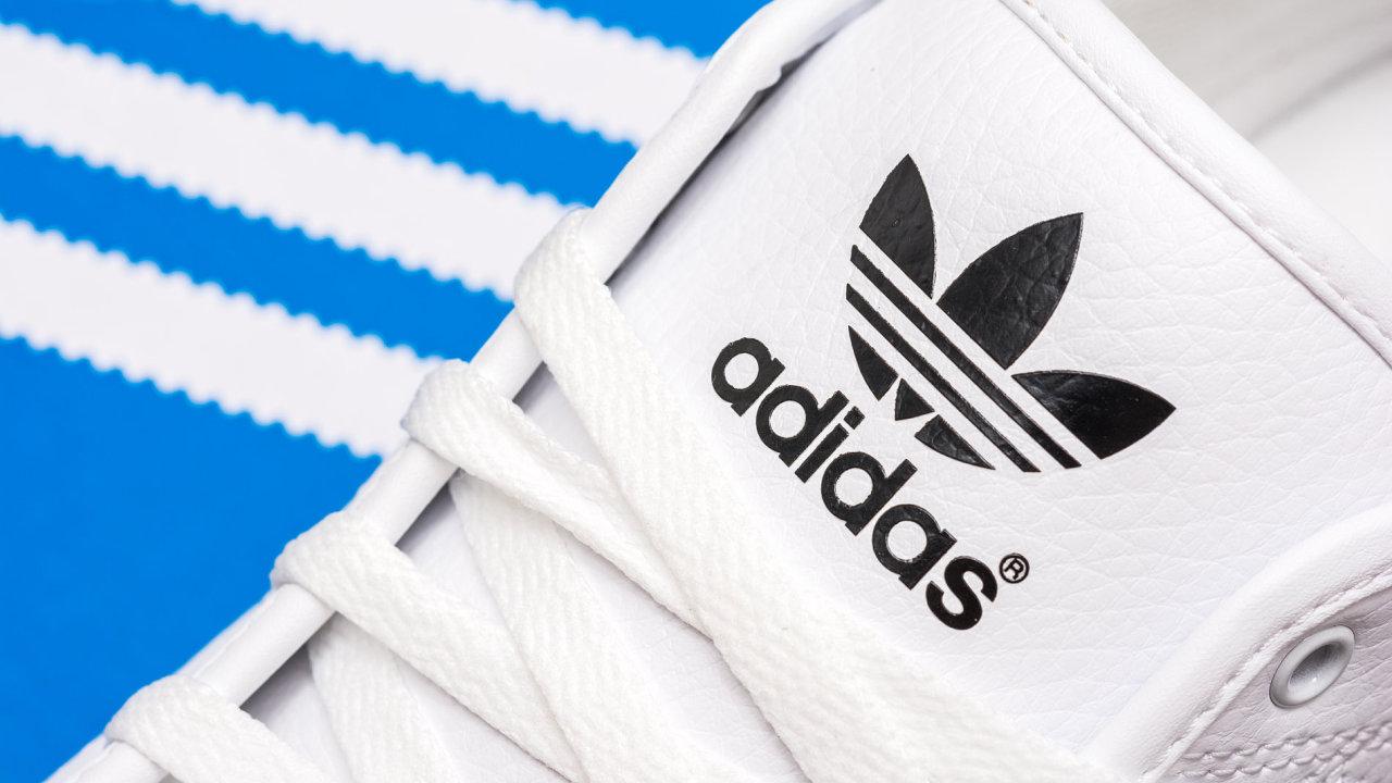 Tenisek Adidas Superstar se v minulém roce prodalo 15 milionů párů - Ilustrační foto.