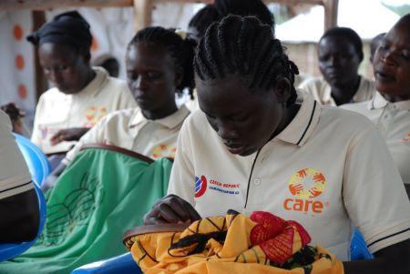 CARE v uprchlickém táboře podporuje výdělečné aktivity zdejších žen.