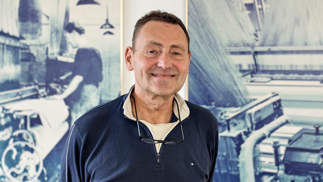 Josef Novák (63), předseda představenstva agenerální ředitel textilních závodů Veba