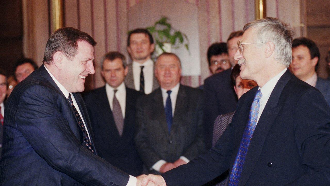 Vladimír Mečiar a Václav Klaus vyjednávali v roce 1992 o rozdělení Československa.
