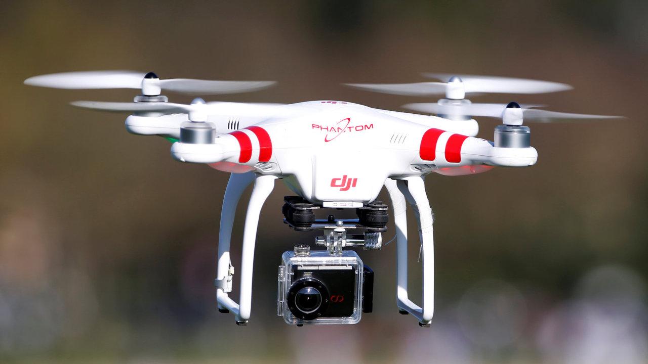 Dron společnosti DJI vybaven kamerou.