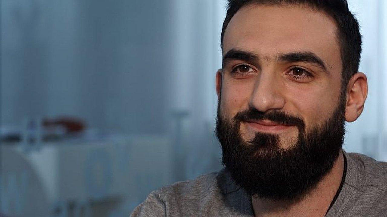 Každý člověk může být terorista, vypadat jako já teď není v Česku úplně nejlepší, říká Hovakimyan