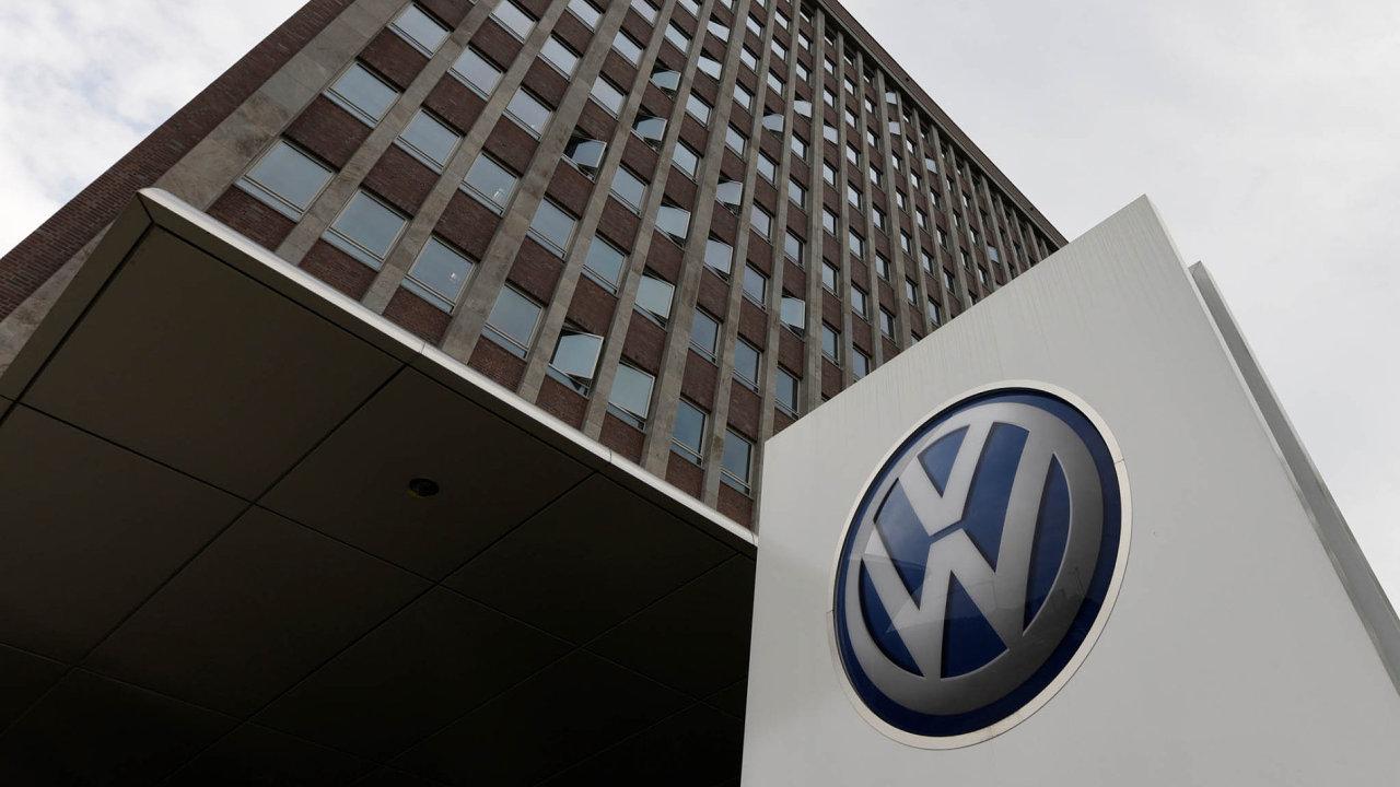 Německá prokuratura vyměřila automobilovému koncernu Volkswagen kvůli emisnímu skandálu pokutu ve výši 26 miliard korun.