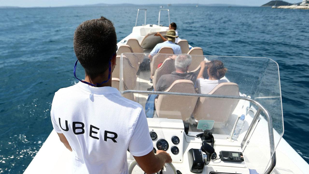Uber vznikl jako taxislužba na silnici, ale o reklamu se stará i jinde. Portfolio služeb ostatně hodlá rozšiřovat na další druhy dopravy.