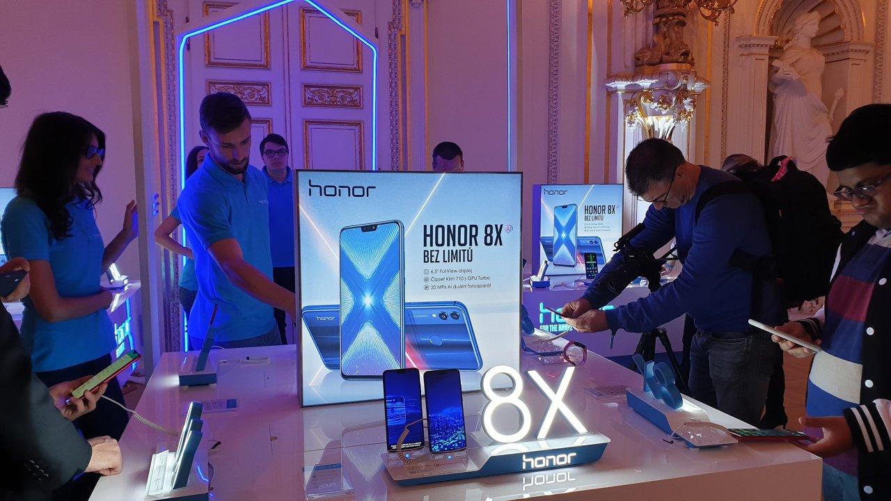Nový model od Honoru s označením 8X se ukázal na exkluzivním místě - předvedení proběhlo ve Španělském sále na Pražském hradě.