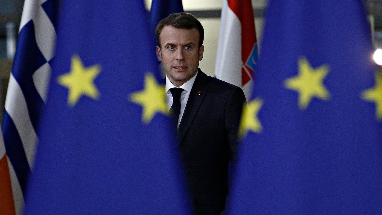 Test pro Macrona: Vtelevizním projevu Macron přiznal, že udělal chyby, aoznačil hněv protestujících zaoprávněný ahluboký.