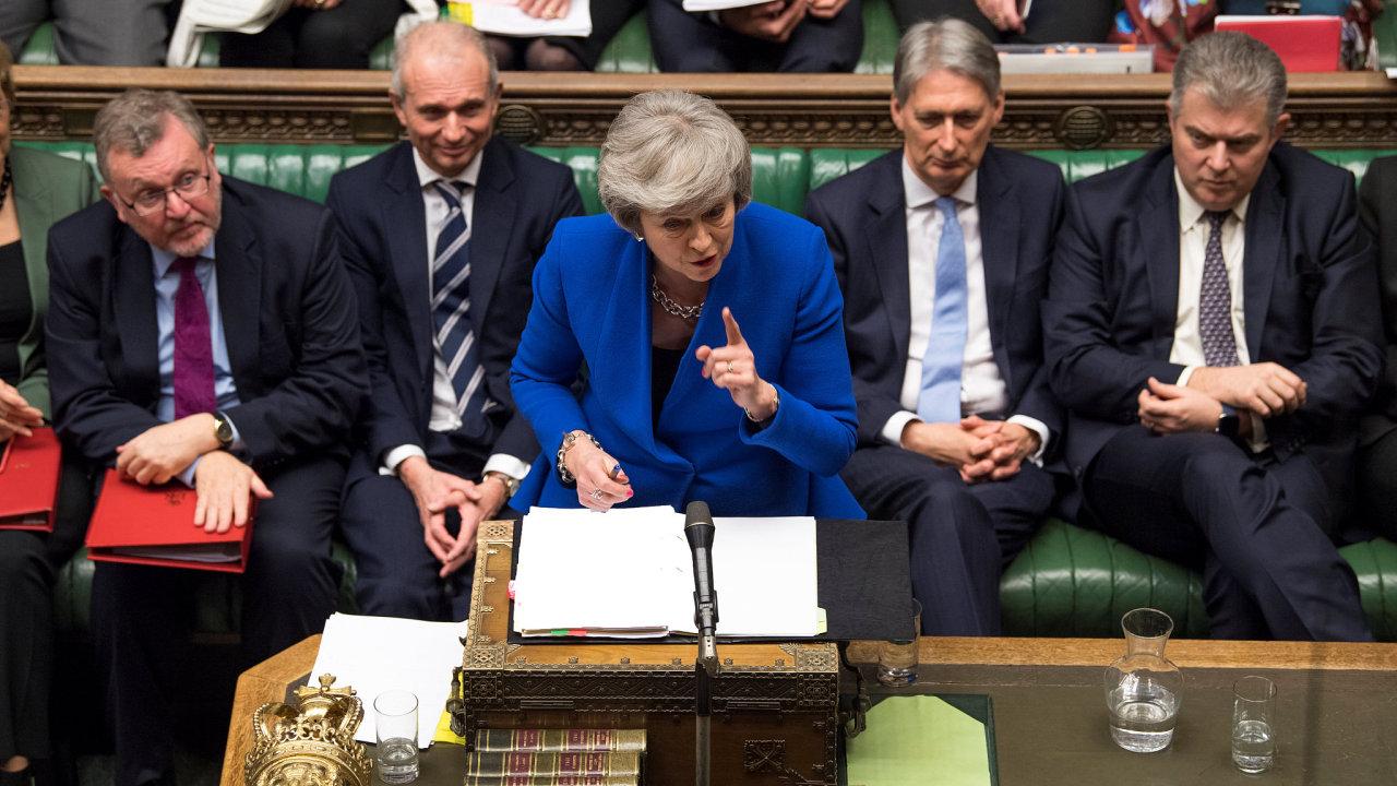 Theresa Mayová hovoří k parlamentu potom, co hlasoval proti dohodě o brexitu.