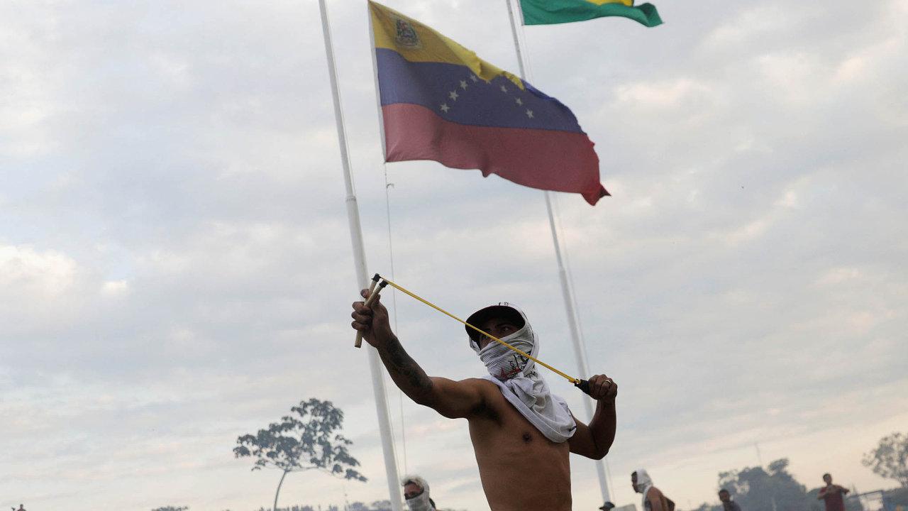 Nepokoje na hranicích Venezuely a Brazílie si už vyžádaly mrtvé.