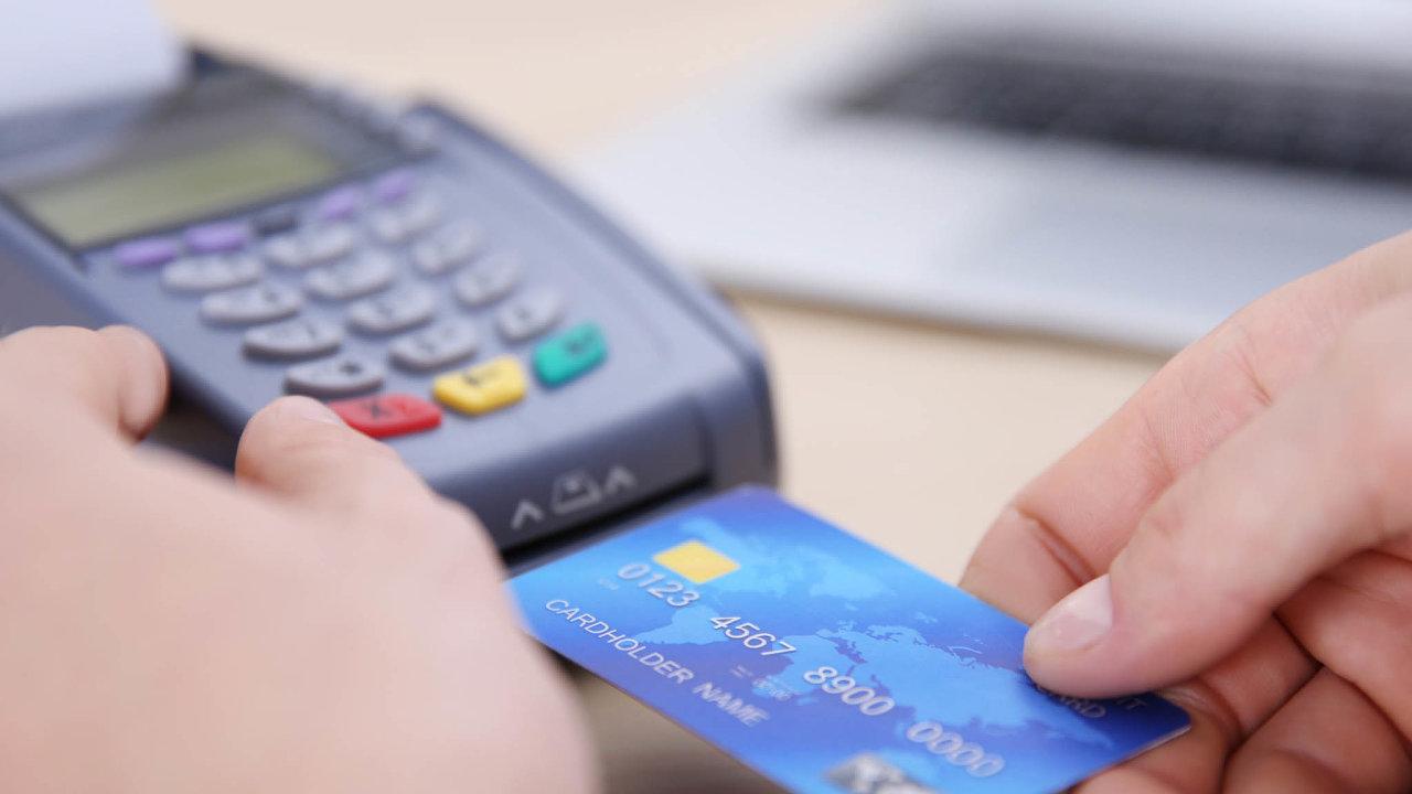 Silnější ověřování. Přímé platby jsou jednoduché, užití karty na internetu bude vyžadovat silnější ověření majitele.