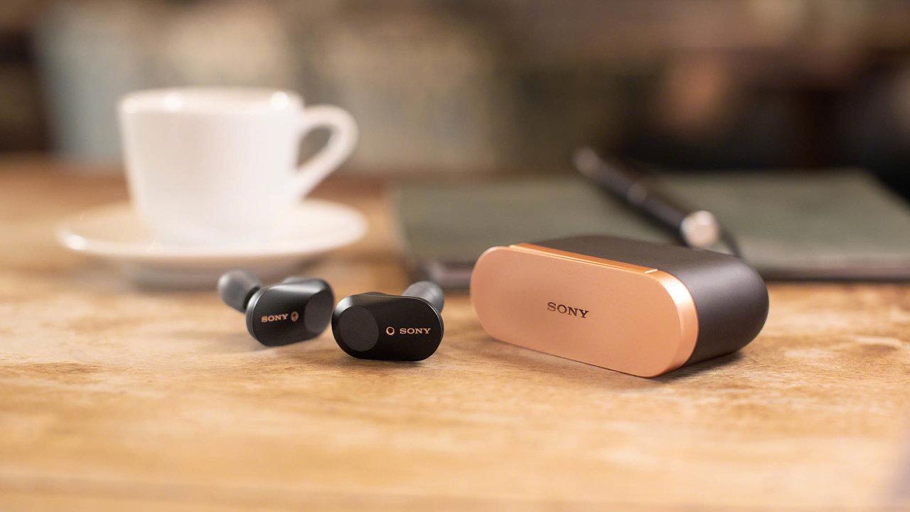 Sluchátka Sony WF-1000XM3 scenou kolem 6500 korun mají funkci aktivního potlačení hluku.