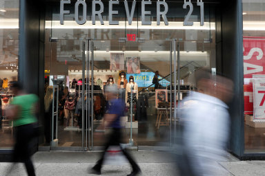 Domácí trh: Firma Forever 21 by poohlášené restrukturalizaci měla zůstat především na domovském trhu vUSA. Kdy ajaké prodejny zavře vEvropě aAsii, ještě nezveřejnila.