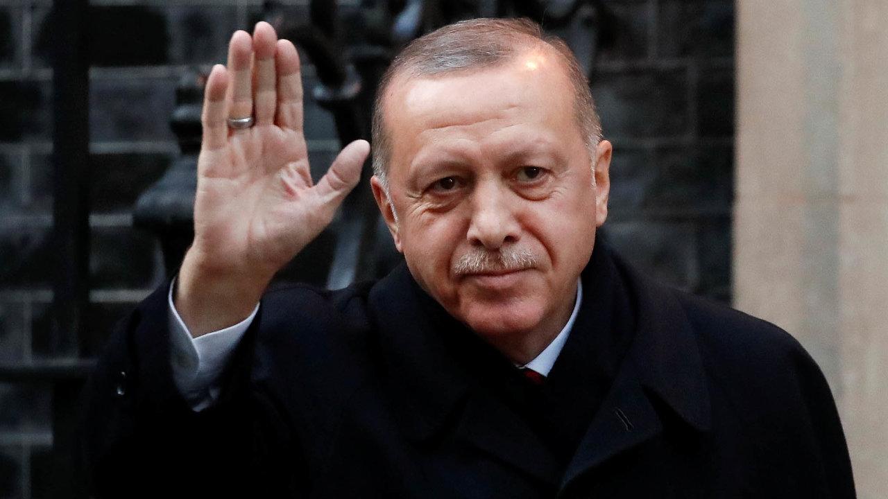 Říkám: Ne! Turecký prezident Recep Tayyip Erdogan přilétá doLondýna spřátelským pozdravem, je ale příčinou největších komplikací nasummitu.