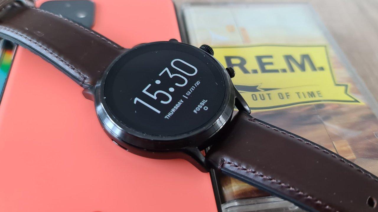 Chytré hodinky Fossil 5 Gen Smartwatch v sobě mají i reproduktor a mohou do bazénu.