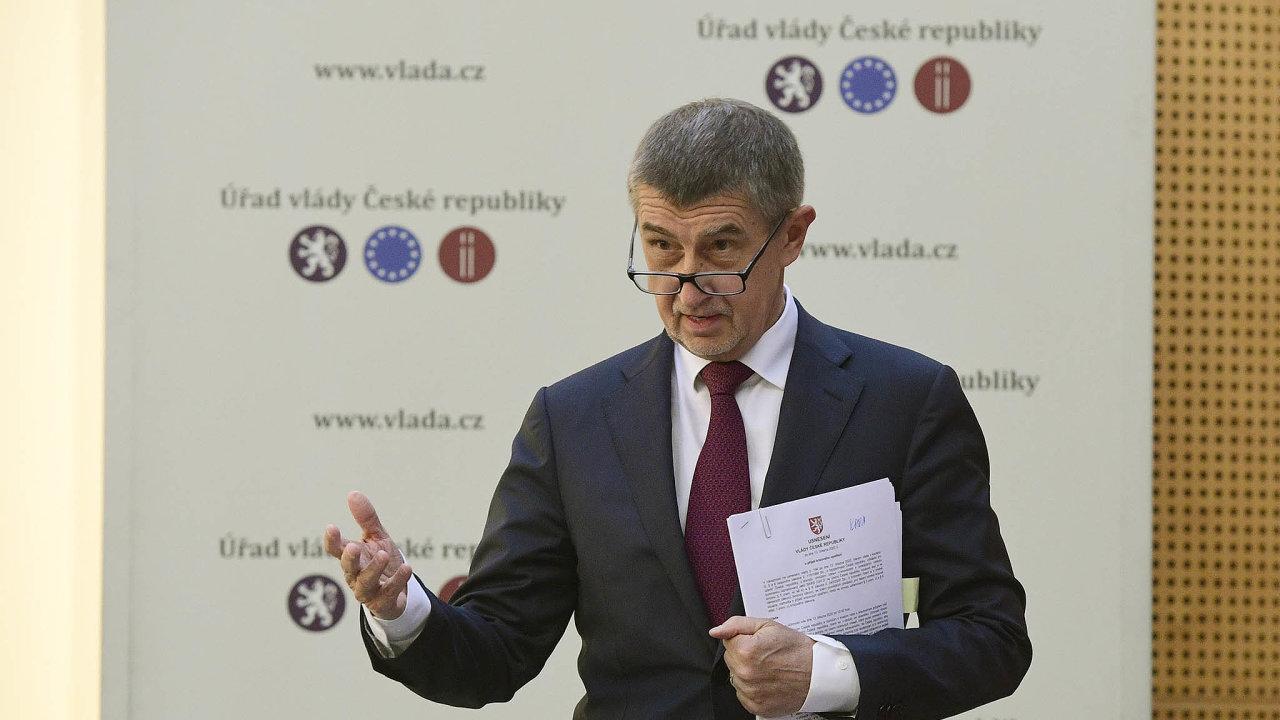 Premiér Andrej Babiš zařadil návrh zákona oevidenci skutečných majitelů firem najednání vlády dodatečně. Podle kritiků se tím pokouší zneužít současnou situaci okolo koronaviru.