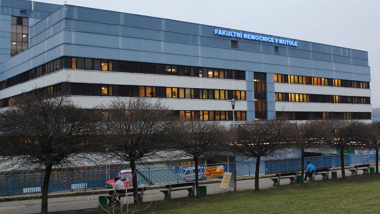 Před vypuknutím pandemie přibývalo napokojích nemocnice vpražském Motole zhruba 300 pacientů denně. Nyní jich je polovina.