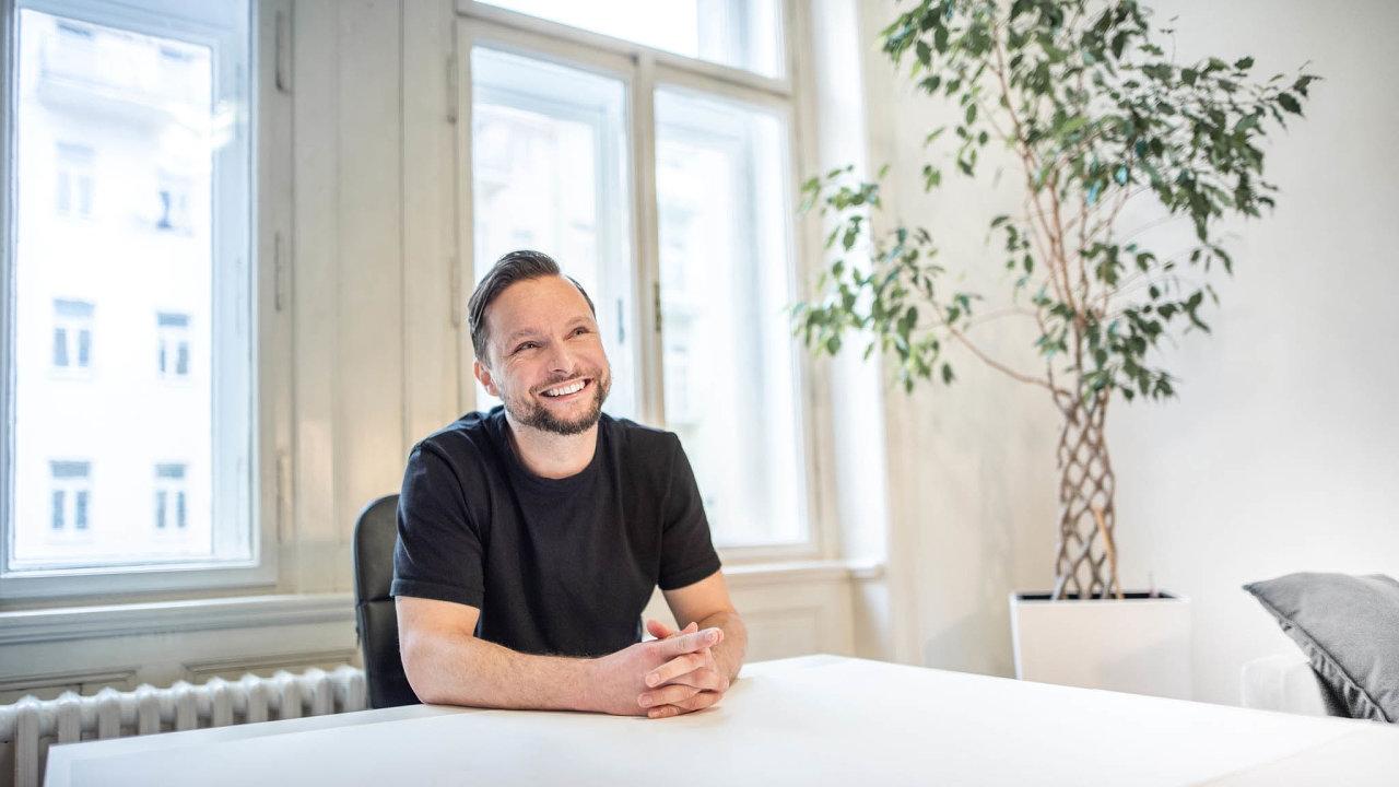 LinkedIn přestává pro nábor vIT fungovat. Lidé tam dostávají desítky nabídek denně, které jsou zedvou třetin úplně mimo, říká headhunter Miroslav Vaško.