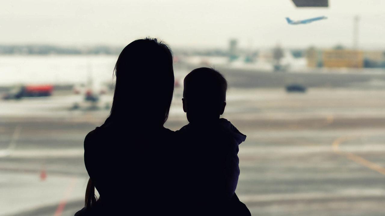 Ústavní soud dal už podruhé za pravdu Britovi, jehož opustila česká manželka assebou domů odvezla ijejich dvouletého syna. Muž se už šest let snaží domoci toho, aby se hoch vrátil do Británie.