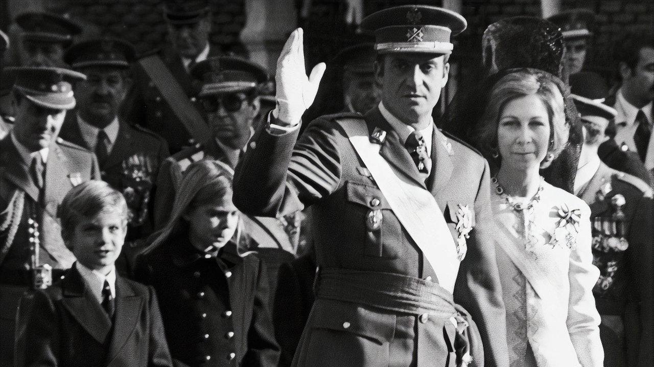 Královská rodina: Juan CarlosI. vládl Španělsku téměř 40 let, fotografie je zjeho inaugurace vroce 1975.