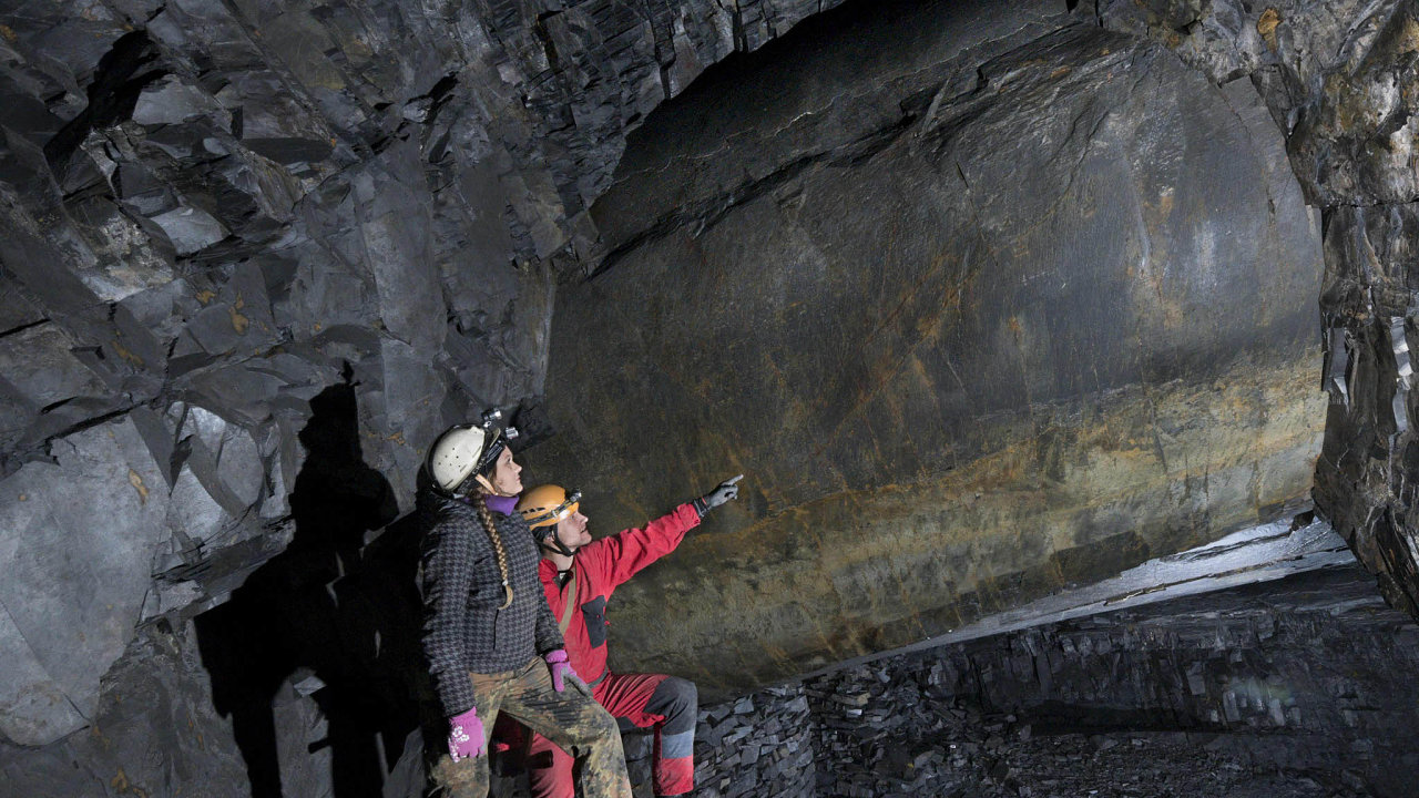 Flascharův důl:VOdrách naNovojičínsku nazačátku července otevřeli břidlicový důl. Podívat se dá dorůzně velkých komor, které havíři vykutali napřelomu 19. a20. století. Vytěžená břidlice se používala jako střešní kry...