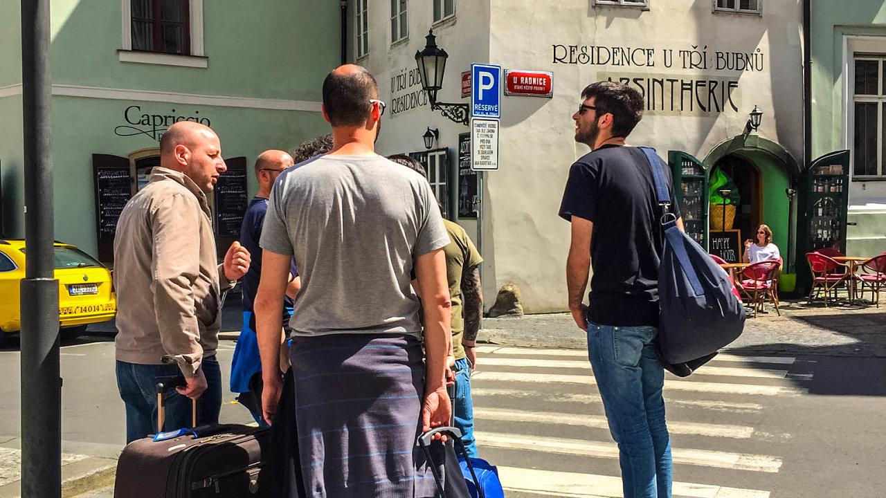 Spaní jen vhotelu: Praha usiluje omožnost regulovat Airbnb na svém území. Pokud jí vyjde stát vstříc, hodlá metropole zakázat krátkodobé pronájmy vcentru města.