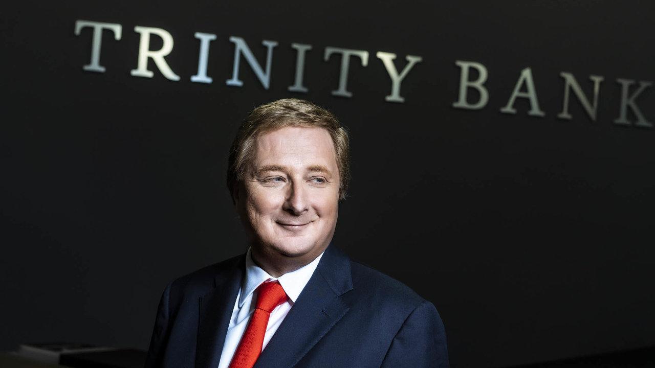 Zakladatel skupiny SAB Radomír Lapčík už vlastní dvě banky– Trinity Bank aFCM Bank. Peníze, které SAB získá vstupem naburzu, chce použít nadalší investice vbankovnictví.