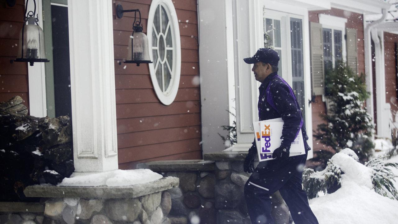 FedEx podle svých údajů zaměstnává po celém světě téměř 600 tisíc lidí (ilustrační snímek).