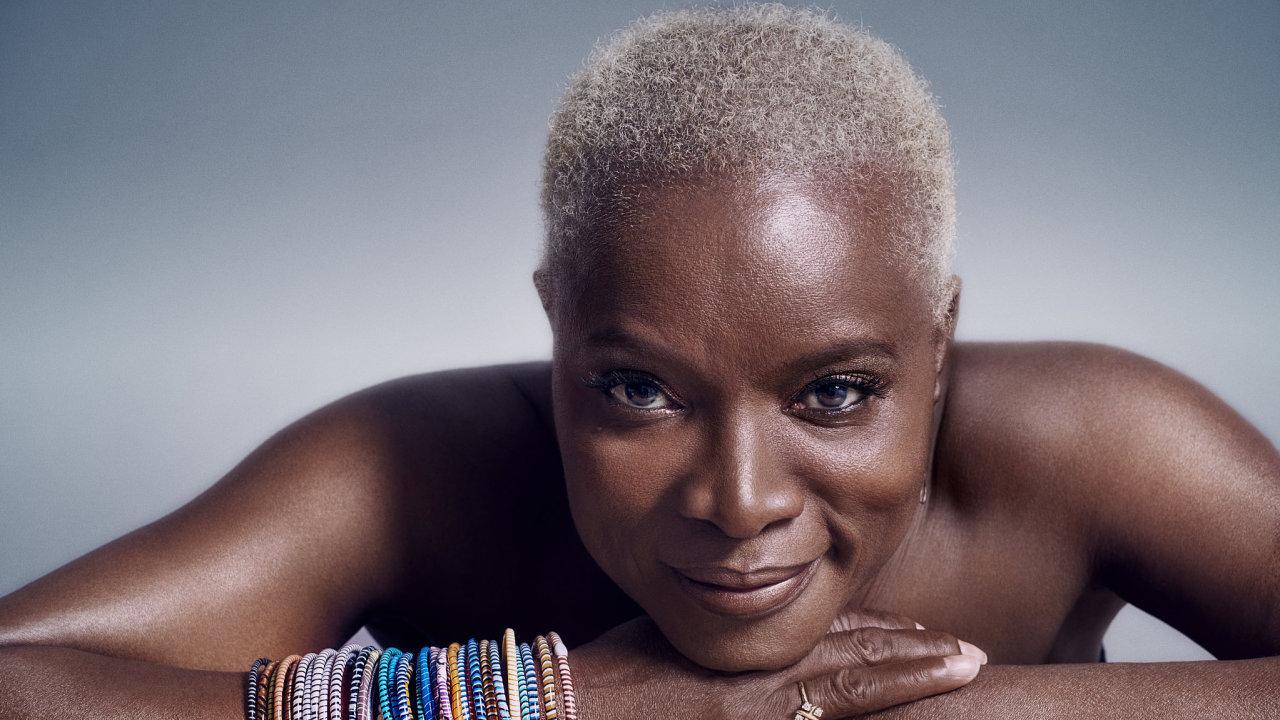Texty zBowieho desky Lodger zazpívá Afričanka Angélique Kidjo.