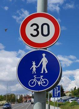 Španělsko zavádí třicítku ve městech. Kdy dojde na Prahu?