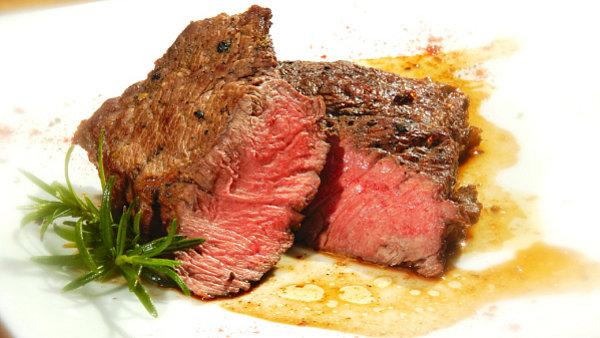 Tr�ven� syrov� maso nevad�. Rizikem jsou ale bakterie a paraziti.