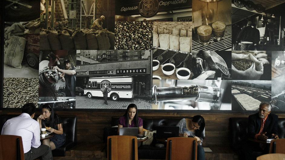 Starbucks sází na Asii. V Číně má přes 700 kaváren, před nově otevřenými podniky v Bombaji stojí Indové fronty.
