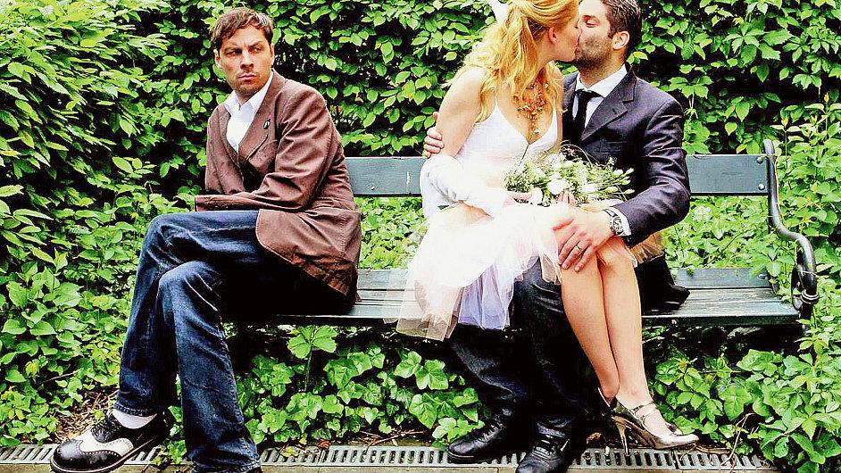 Roman Týc (vlevo) se stal svědkem na vlastní svatbě, ženich měl totiž občanku s jeho identitou