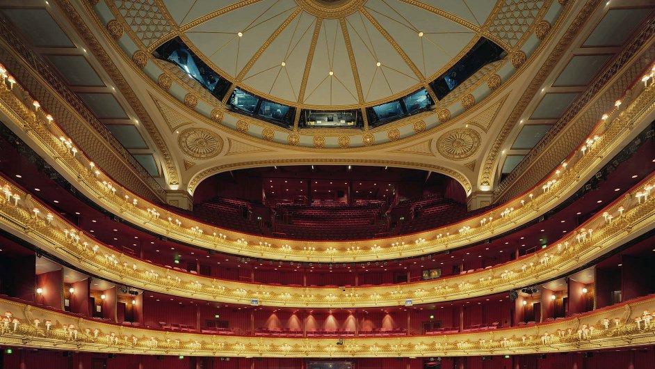 Anglická národní opera hraje v londýnském Coliseu na ulici St. Martins Lane.